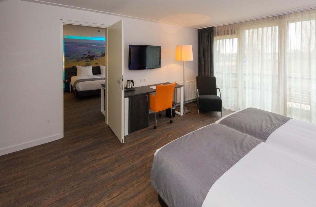 Hotel room hook up